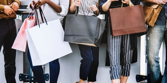 Metade dos consumidores que vão às compras na Black Friday deve gastar acima de R$ 600, aponta pesquisa da Boa Vista SCPC