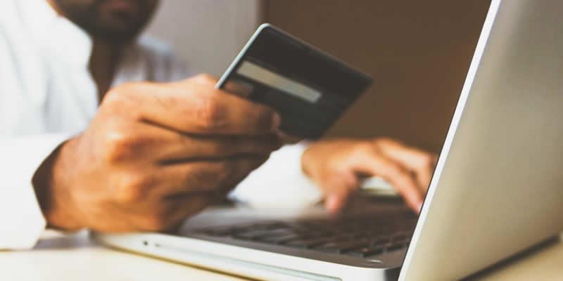 Por que os consumidores buscam crédito na internet